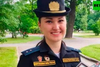 Esta es la cadete rusa que perdió un zapato durante el desfile de la Victoria y no abandonó la marcha