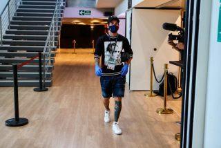 ¿Sabe alguien quién es el tipo que aparecía en la camiseta de Messi?