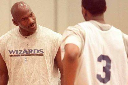 """Cuando Laron Profit humilló a Jordan y terminó fuera de la NBA: """"No puedes defenderme con esas rodillas de viejo"""""""