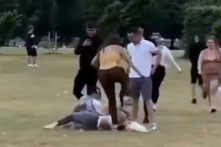 La escalofriante paliza de dos mujeres a una chica, a la que patean la cara hasta dejarla inconsciente