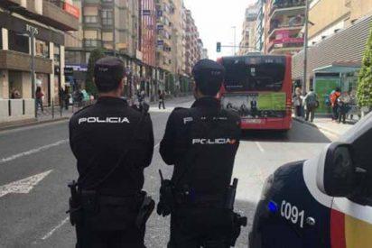 Alicante: detienen a un hombre que asesinó a su madre y apuñaló en el cuello a su padre