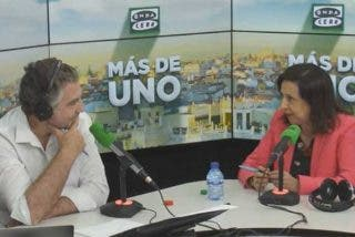 Margarita Robles regaña a Alsina por preguntarle por los 'dedazos' de Sánchez: