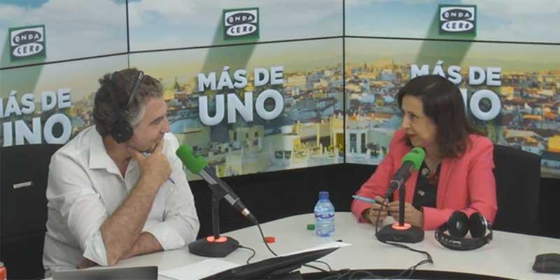 """Margarita Robles regaña a Alsina por preguntarle por los 'dedazos' de Sánchez: """"Don Carlos, la pregunta no es correcta"""""""