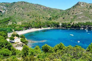 Cuáles son las mejores playas de España donde escaparte en barco este verano