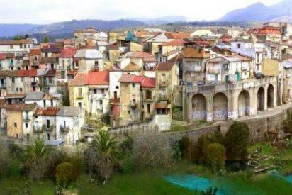 Un pequeño pueblo italiano sin un solo caso de Covid busca relanzarse… ¡vendiendo casas a un euro!