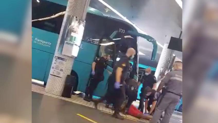 Gran Canaria: le condenan a 4 meses de prisión por negarse a usar la mascarilla en un autobús