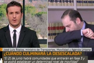 Las inquietantes toses de Ábalos que han levantado todas las alarmas durante su entrevista en TVE