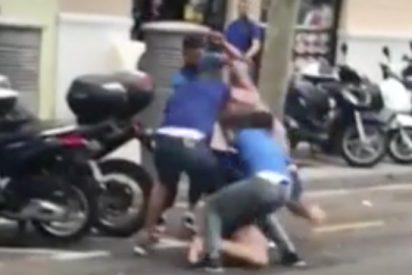 Rodilla al suelo: cinco marroquíes en Barcelona dan una brutal paliza a un hombre para robarle el reloj