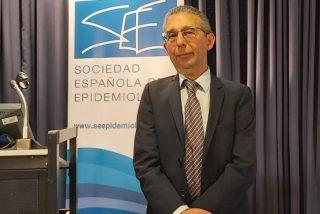 El presidente de los epidemiólogos descalifica el plan de Sánchez para controlar el Covid-19 en los aeropuertos