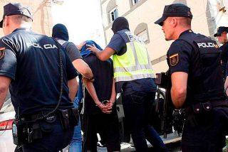 """Un marroquí escupe y amenaza a la Policía en Valencia: """"¡Voy a contagiaros!"""""""