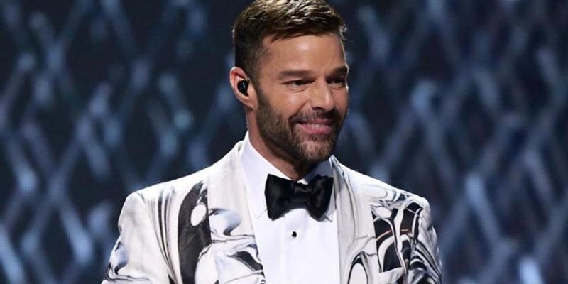 """Las despiadadas palabras de un sacerdote a Ricky Martin tras referirse a la Virgen María como """"vientre de alquiler"""""""