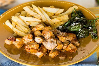 Receta de picoteo:Raxo gallego con patatas y pimientos de Padrón