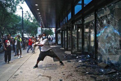 """EEUU: la vergonzosa ola de saqueos a tiendas Nike para """"exigir justicia para George Floyd"""""""