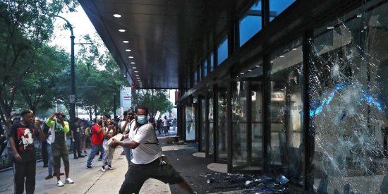 EEUU: la vergonzosa ola de saqueos a tiendas Nike para