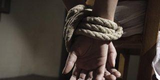 Le secuestran por la elevada deuda de su pareja en drogas en Murcia