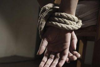 """El impactante escape de la hija de un gobernador mexicano de un secuestro: """"Rodó hasta el mar y nadó con desesperación"""""""