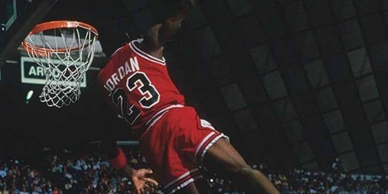 La volcada, mate o dunk: la jugada que estuvo prohibida en la NBA y que ahora es un emblema