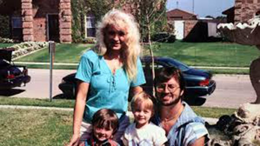 Una mujer condenada a muerte hace 24 años por acuchillar a sus hijos, podría ser inocente después de aparecer una misteriosa huella