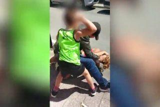 Golpea salvajemente a su pareja en plena calle, mientras su hijo pequeño intenta protegerla desesperado