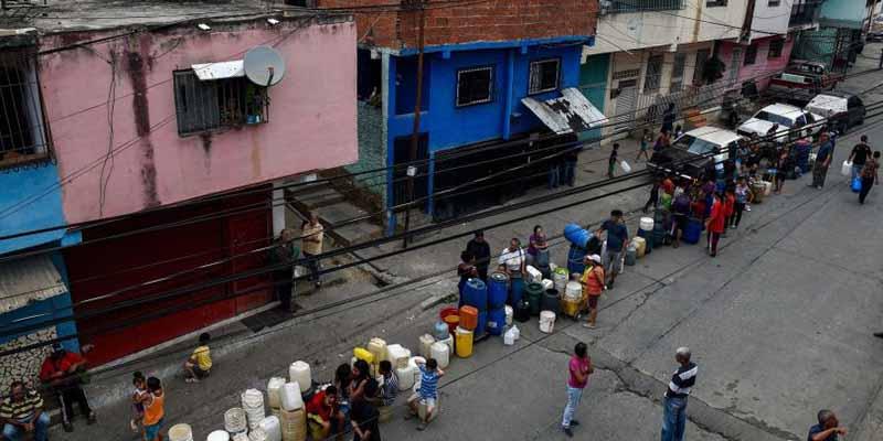 Crisis de agua en Venezuela: qué hay detrás de la moda millonaria de excavar pozos en Caracas