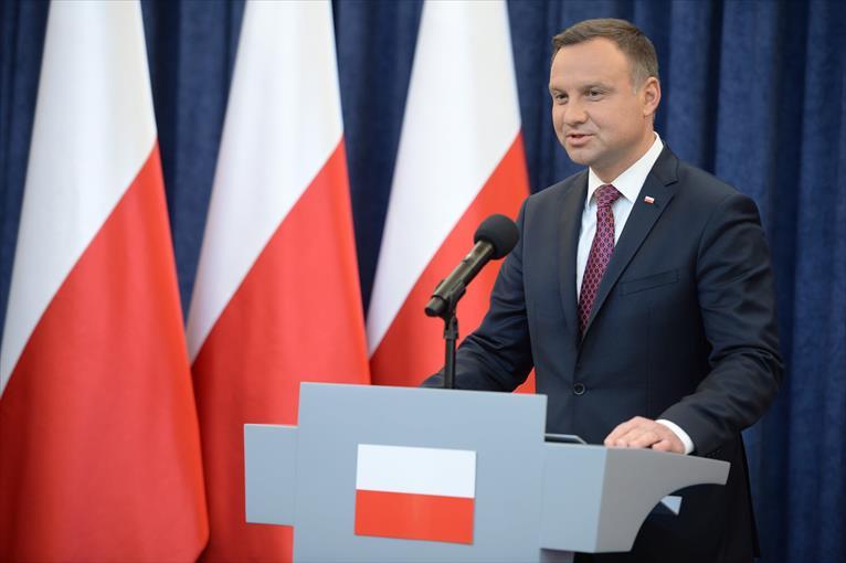 Polonia plantea prohibir constitucionalmente la adopción a parejas homosexuales