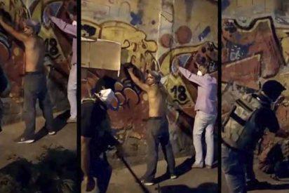 Vídeo estremecedor: paramilitares chavistas torturan con bates a los venezolanos por incumplir la cuarentena