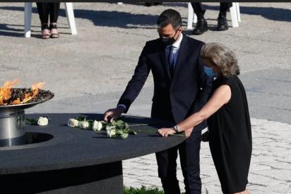 El gesto incómodo de Pedro Sánchez al 'reencontrarse' con las más de 48.000 víctimas del COVID-19
