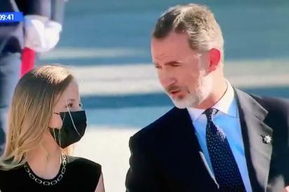 La Princesa Leonor 'tira de las orejas' a su padre, Felipe VI, por un descuido en el homenaje a las víctimas del COVID-19