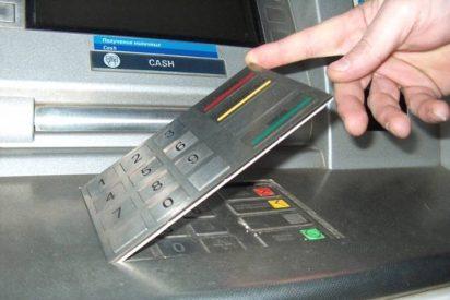 La Guardia Civil advierte del 'timo del teclado': cómo evitarlo al sacar dinero del cajero