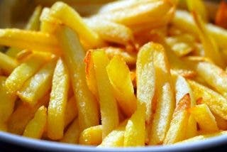Patatas fritas: cómo recalentarlas y que no se queden 'tiesas'