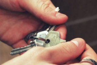 Desplome sin precedentes: la compraventa de viviendas cae en mayo un 53% por los efectos de la pandemia
