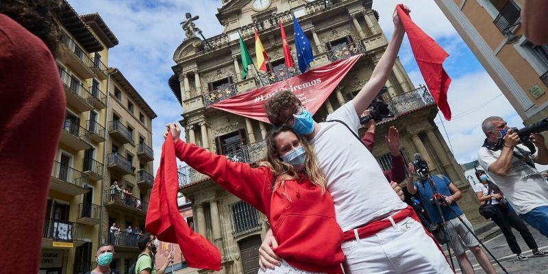Mascarilla y aforo limitado: Pamplona celebra el San Fermín más atípico de su historia