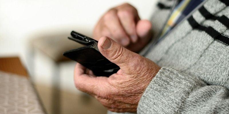Pensiones: así puede realizar trámites a través de su teléfono móvil
