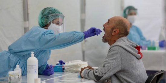 El Gobierno sigue sin ser capaz de detener la pandemia y el coronavirus avanza imparable por España