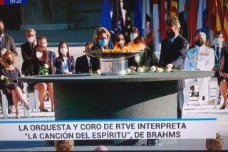 TVE mete la pata y se equivoca al rotular una pieza musical durante el homenaje a las víctimas del coronavirus