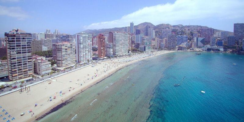 ¿Pensando en un apartamento de verano? El precio de la vivienda en la costa baja en el último año