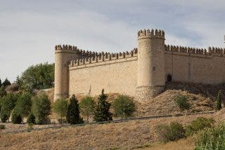 El Gobierno vende en Internet los cuarteles de la Guardia Civil: hasta el castillo donde vivió Isabel la Católica