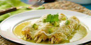 Enchiladas suizas verdes con queso gratinado