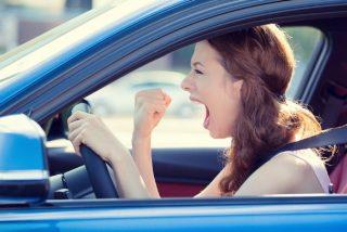 La chica atropella con su coche al grupo de facinerosos que agredía a su novio