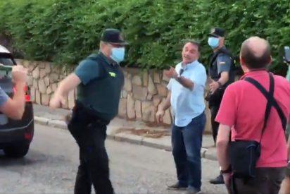 """El 'matón' exlíder del PCE se encara con manifestantes al salir del chalet de Iglesias: """"¡A ti te tengo fichado!"""""""