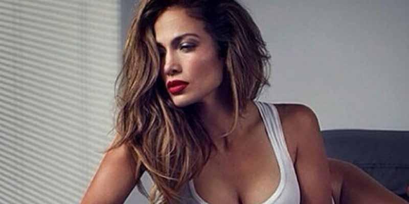 Jennifer Lopez, en vispera de su 51 cumpleaños, se desboca con unas fotos sexys