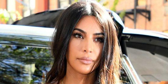 Kim Kardashian se vende erótica y apasionada mientras modela la nueva colección de SKIMS