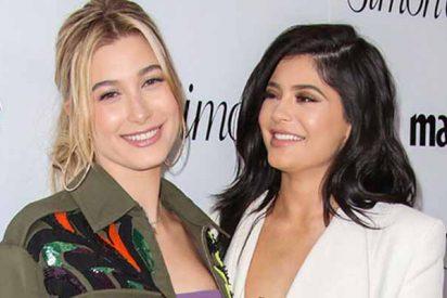 """Una camarera aprovechó TikTok para dejar en ridículo a """"la tacaña"""" Kylie Jenner y Hailey Baldwin"""