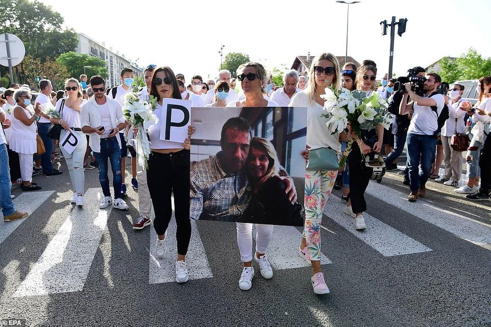 argelinos - Brigitte Bardot apoya a Marine Le Pen para las presidenciales francesas - Página 9 La-madre-y-las-hijas-del-conductor-muerto-a-golpes-en-Francia