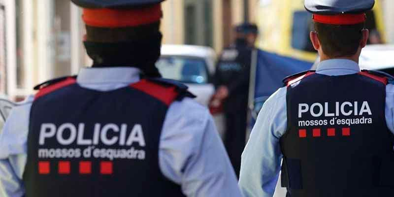 Cinco jóvenes atropellados por un coche mientras esperan el bus en El Prat de Llobregat