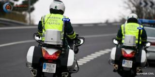 Muere un agente de la Guardia Civil al chocar su moto contra un camión cuando acudía a un accidente