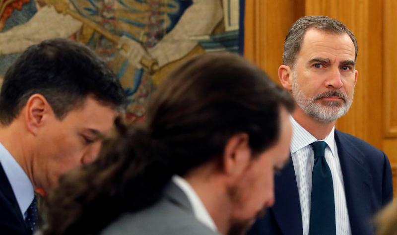 La 'jugada maestra' de Felipe VI que salva a Casa Real y 'envenena' al Gobierno PSOE-Podemos