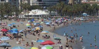 """La policía de Málaga sorprende a una pareja teniendo sexo en la playa, delante de varios niños: """"No es tan grave, no pasa nada"""""""""""