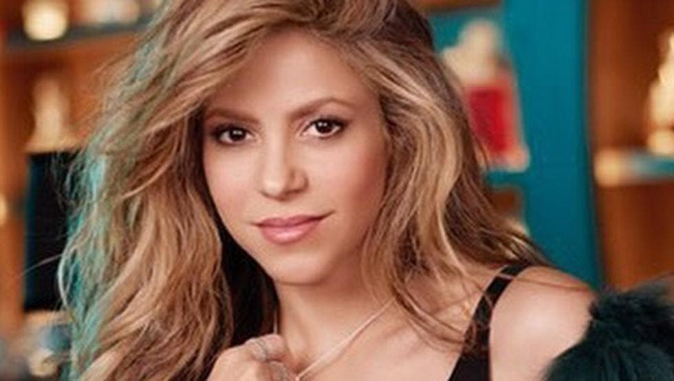 El sensual look de colegiala de Shakira