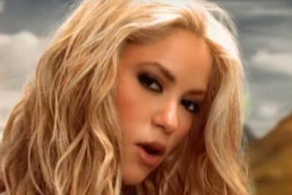 Shakira aprende a patinar en 'skateboard' pasando a tope de Piqué